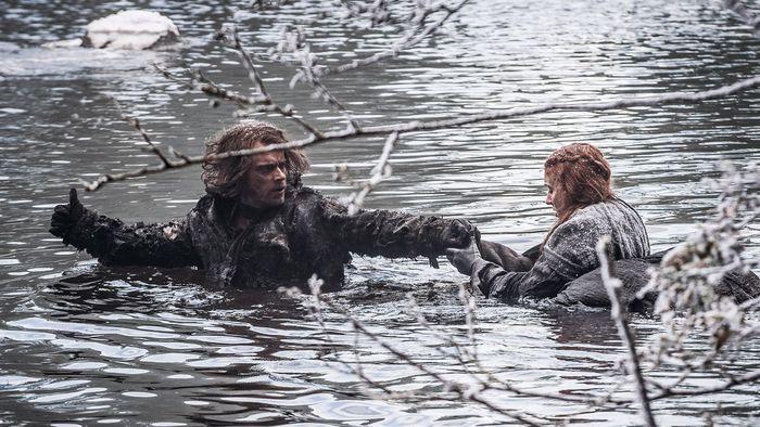 Theon Sansa water