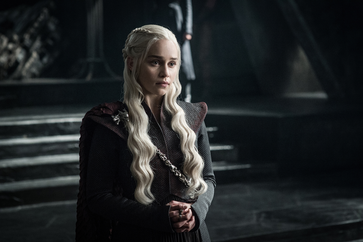 Daenerys Targaryen (Emilia Clarke) in front of her new throne / Photo: Helen Sloan/HBO