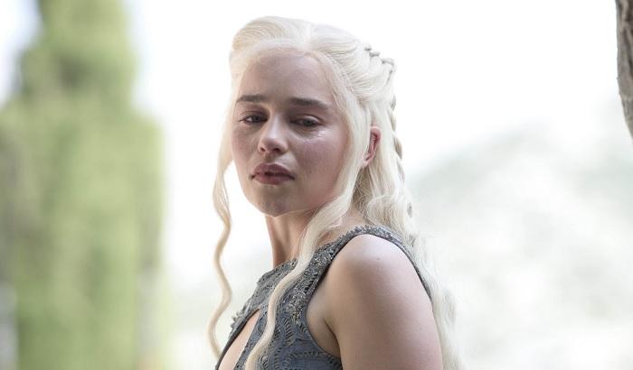 Daenerys chains her dragons