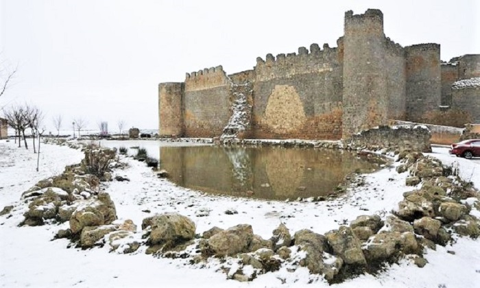 """Kings will freeze to death in their castles"" - Urueña Castle, in Castilla y León, Spain"