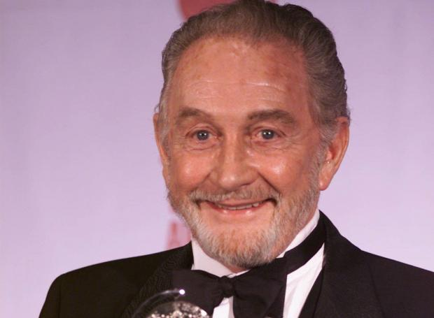 "Roy Dotrice in 2000, after winning a Tony Award for his Broadway role in ""A Moon for the Misbegotten."""