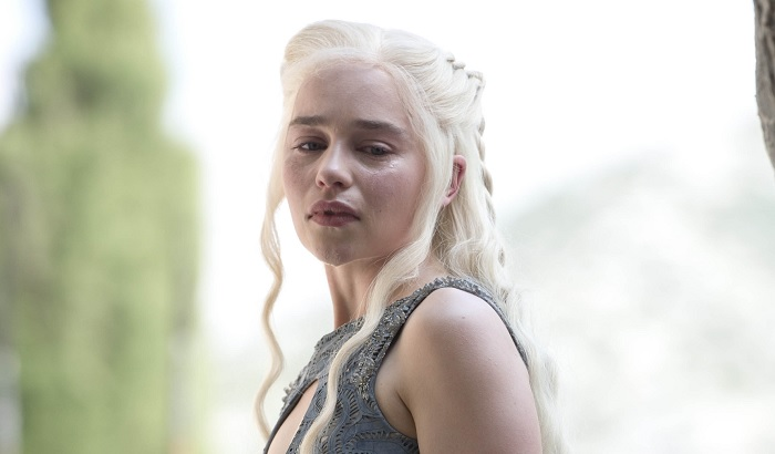 Daenerys chains her dragons