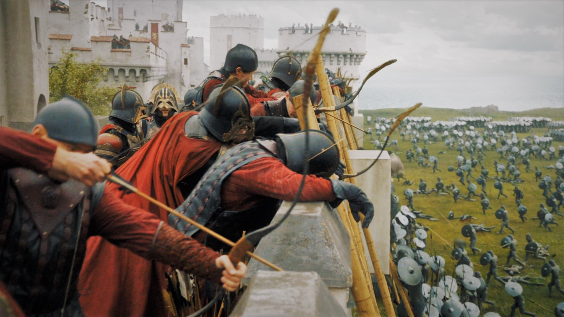 """Lannister soldiers defend Casterly Rock from the Unsullied in """"The Queen's Justice"""""""